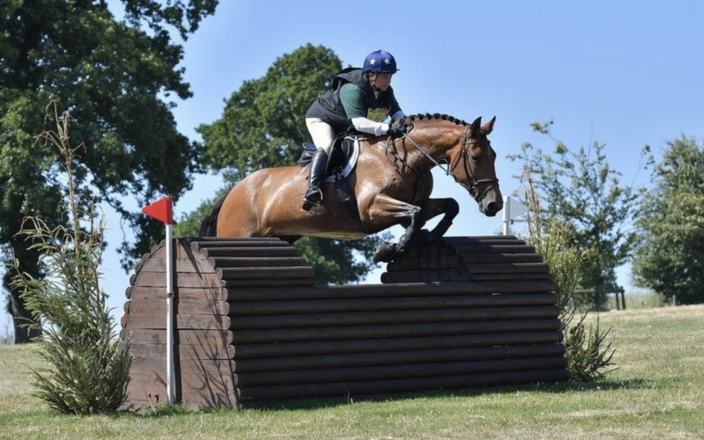 Elizabeth Ross eventing her bay mare 'Tulla'